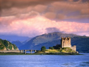Eilean_Donan_castle_evening_light-1000