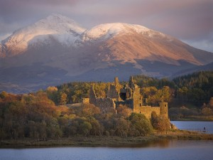 Kilchurn_castle_and_Ben_Lui_Loch_Awe-1000