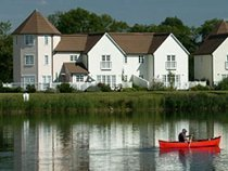 Isis Lake Holiday Cottages - Cotswold Water Park