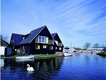 Wroxham Holiday Cottages with river fishing - Wroxham, Norfolk Broads
