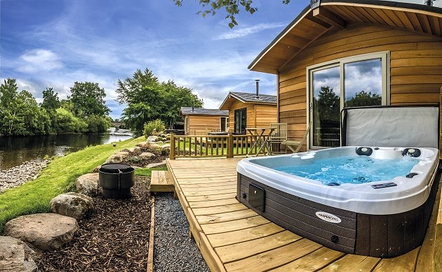 Braidhaugh hot tub lodges crieff perthshire scottish - Hotels in perthshire with swimming pool ...