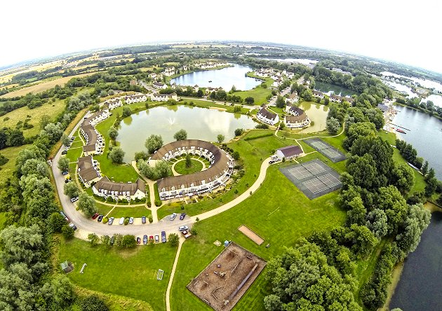 Cotswold Water Park Isis Lake Holiday Lodges