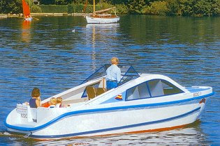 Day Boat Hire Norfolk Broads With Dogs