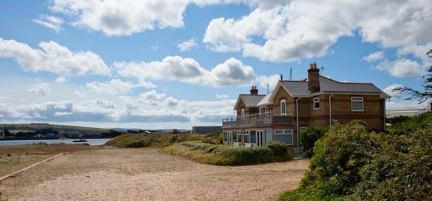 Harbour view beach house waterside holiday cottage for Woods bathrooms isle of wight