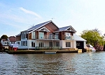 Deerfoot Holiday Cottage - superb riverside cottage in Horning