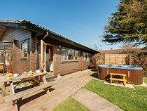 Fir Tree Lodge with Hot Tub - Lyme Regis, Dorset