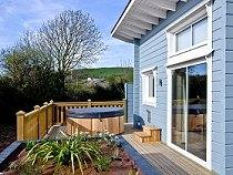 Great Fiield Lodges with hot tubs at Brauntomn in Devon