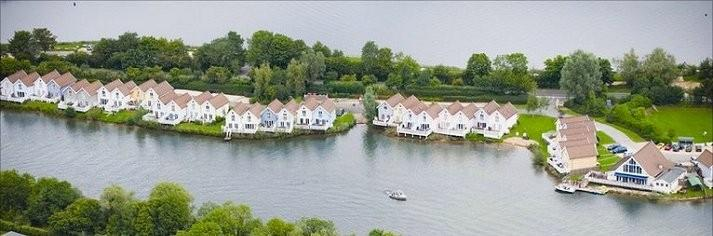 Luxury cottages cotswold water park