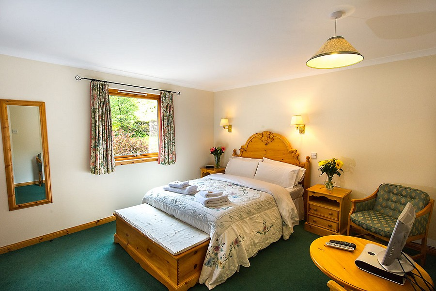 Portnellan Ghillies Lodge Double Bedroom