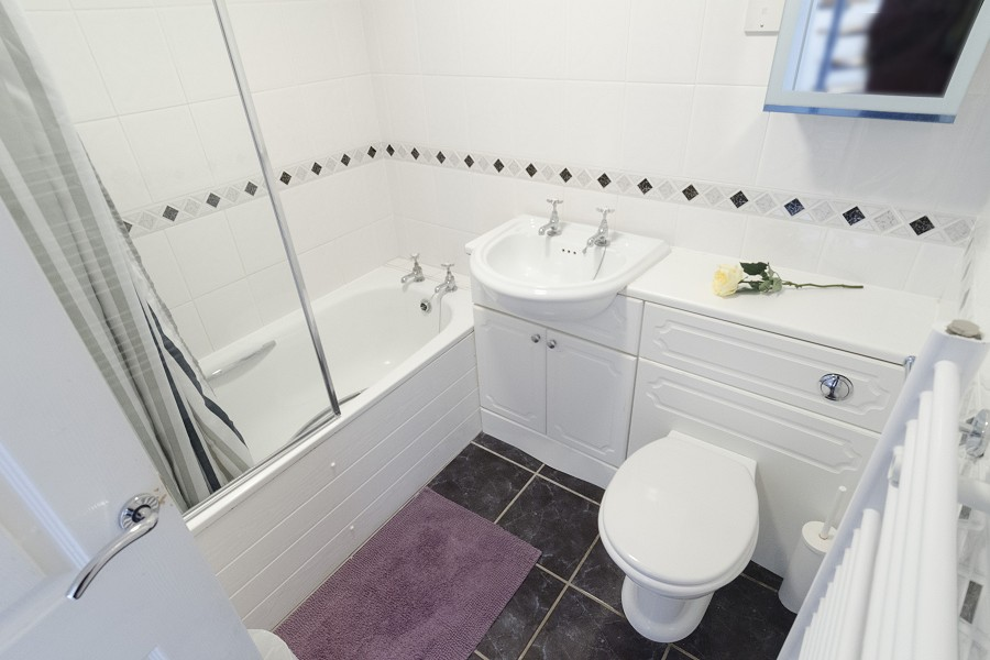 Swan Cottage Family Bathroom