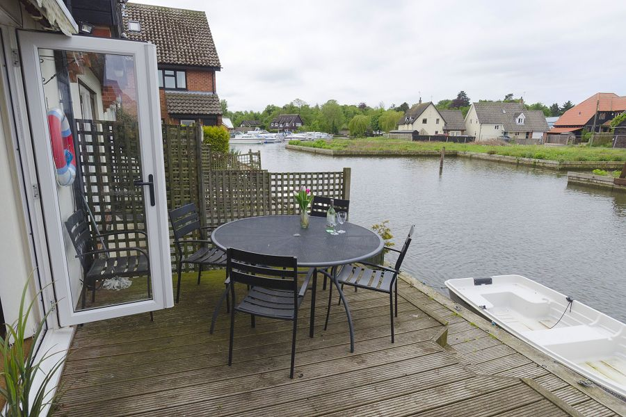 Swan Cottage Furnished Patio