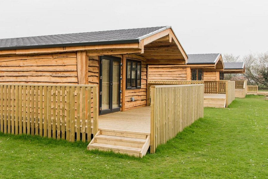 Woodlakes Larch Lodge Plus Decking