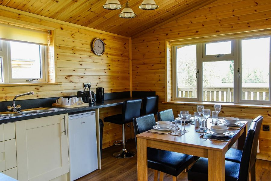 Woodlakes Larch Lodge Plus Dining Area