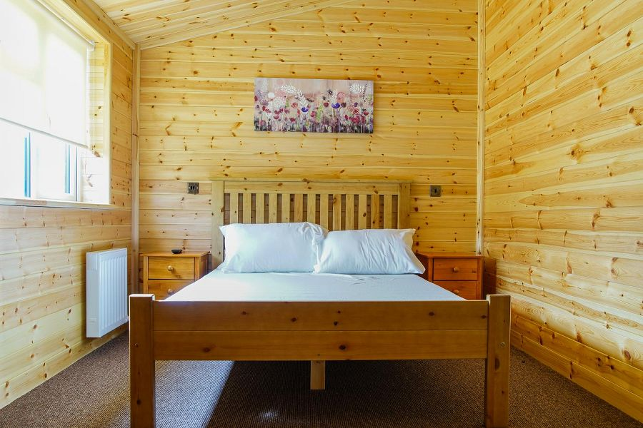 Woodlakes Larch Lodge Plus Double Bedroom
