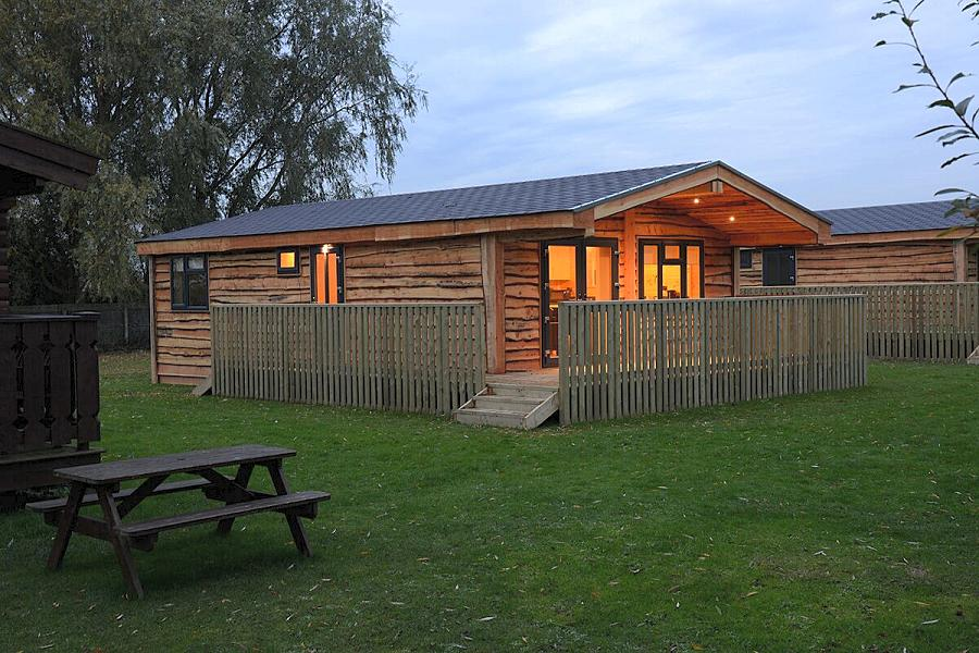 Woodlakes Larch Lodge Plus Exterior