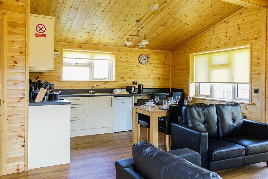Woodlakes Larch Lodge Plus Kitchen