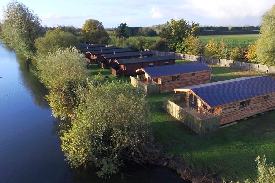 Woodlakes Larch Lodge Plus Lakeside Lodges