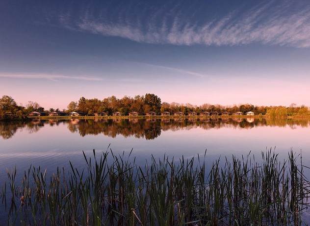 Cotswold Water Park Cottages & Holiday Lodges by Water
