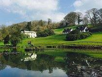 Rosecraddoc Holiday cottages with carp fishing