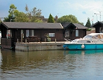 Grand & River Holiday Lodge at Horning - Floating log cabins